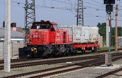 2070 043 (92 81 2070 043-2 A-OBB) at Wiener Neustadt Hbf on 12th August 2015 (2)