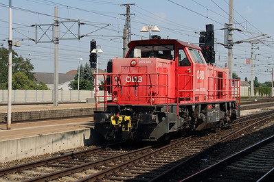 2070 043 (92 81 2070 043-2 A-OBB) at Wiener Neustadt Hbf on 12th August 2015 (1)