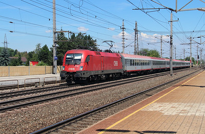 1116 057 (91 81 1116 057-1 A-OBB) at Marchtrenk on 6th August 2015 (2)