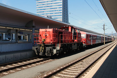 2070 006 (92 81 2070 006-9 A-OBB) at Linz HBF on 6th August 2015