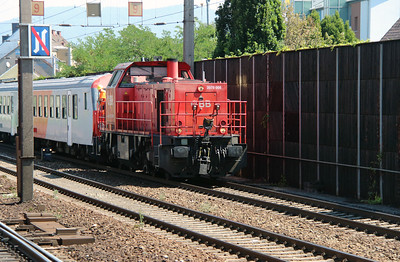2070 008 (92 81 2070 008-5 A-OBB) at Linz HBF on 6th August 2015 (2)