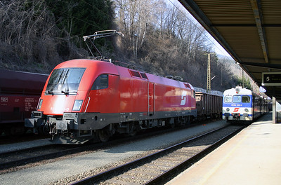 1116 033 at Leoben Hbf 29th March 2004