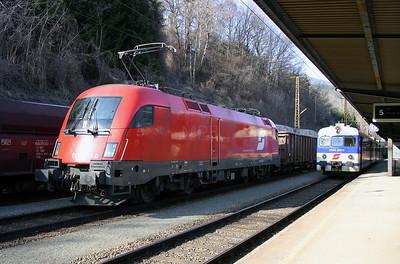 1116 033 at Leoben Hbf 29th March 2004