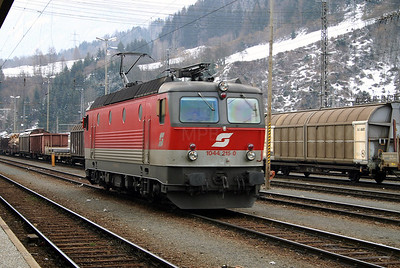 1044 215 at Schwarzach St Veit 27th March 2004