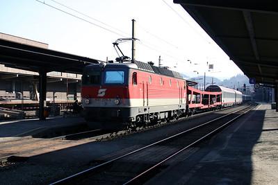 1044 270 at Leoben Hbf 29th March 2004