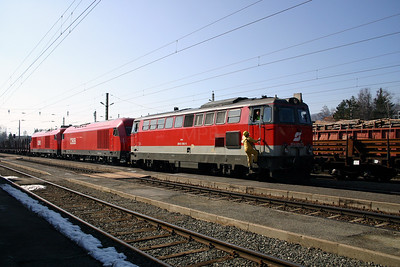 2043 062 at Zeltweg 29th March 2004