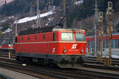 1044 091 at Schwarzach St Veit 27th March 2004