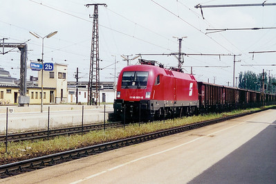 1116 021 at St Polten HBF on 11th May 2002