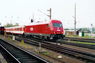 2016 052 at Graz HBF on 3rd October 2003