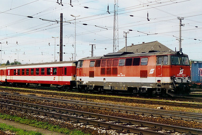 2143 050 at St Polten HBF on 11th October 2003