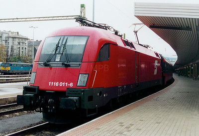 1116 011 at Budapest Deli pu on 9th October 2003