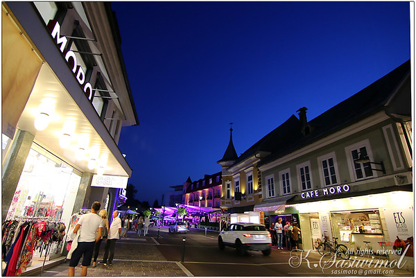 Shopping street, hotels, casinos by the Lake in Carinthia