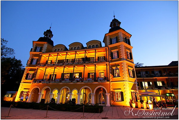 Schlosshotel Velden, Wörthersee at night