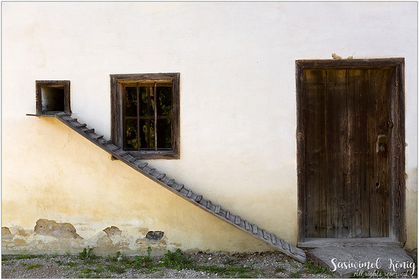 A Chicken ramp at Dunninger Hof from Thaur, Austria (1654). With stairs, they have it nice and easy :)