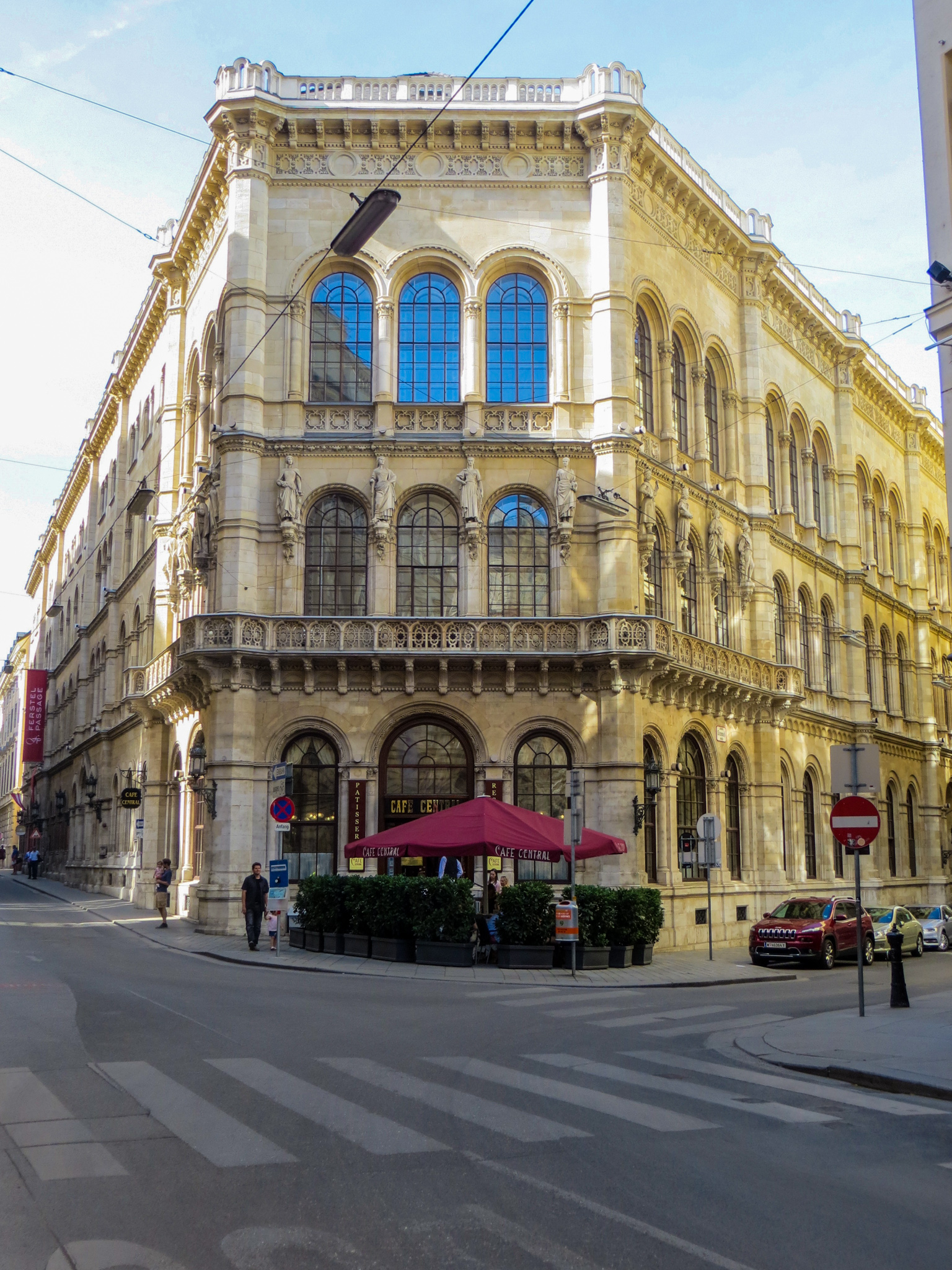 solo travel in vienna and drinking coffee