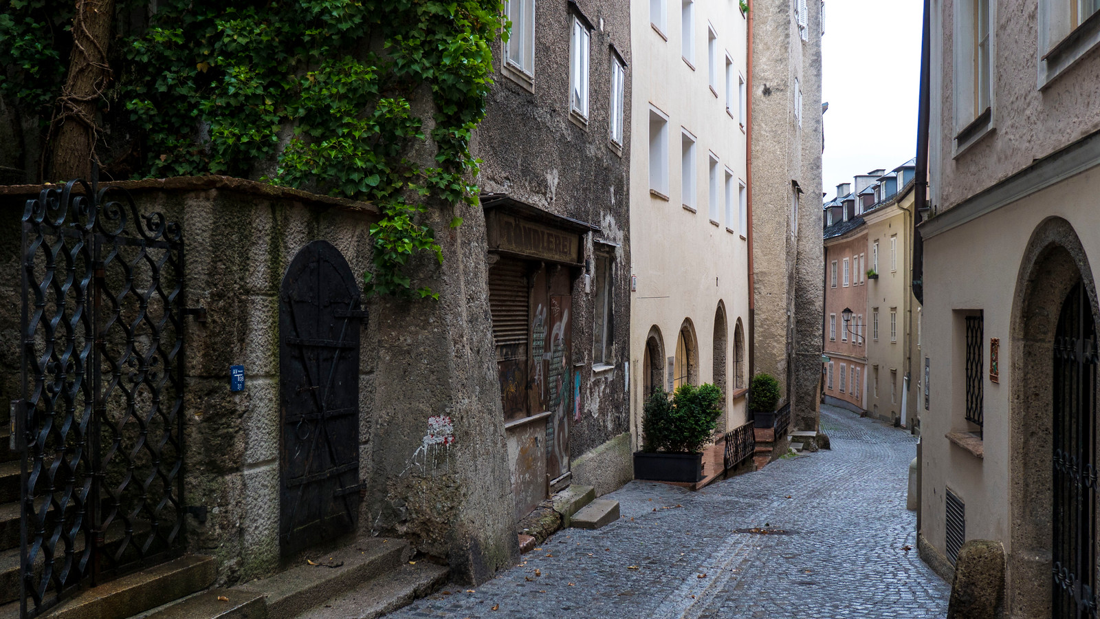 Steingasse in Salzburg - Oldest street in the city - Things to see in Salzburg - Places to go in Salzburg