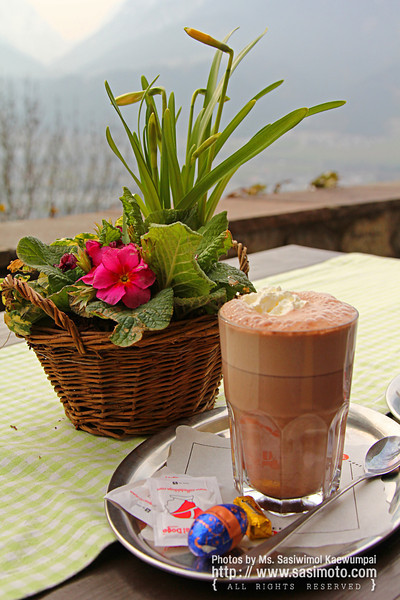 Hot chocolate.. cold wind.. who would complain :)