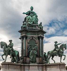 Monument in Maria Theresien Platz