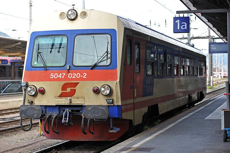 OBB 5047.020 was still in original livery at Graz Hbf. on 23 September 2011