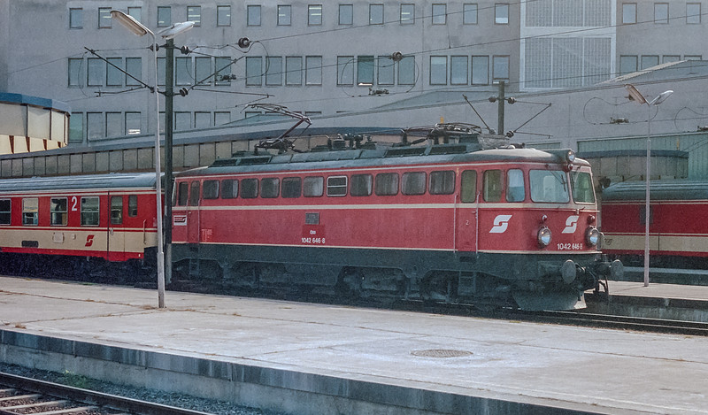 OBB 1042-646 Wien West 10 October 1987