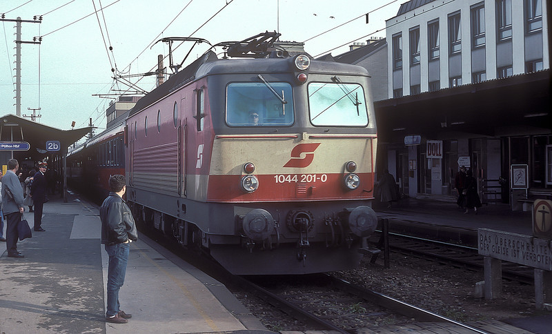 Everybody waits for 1044.201 to roll in at St. Polten Hbf. on 5 November 1993