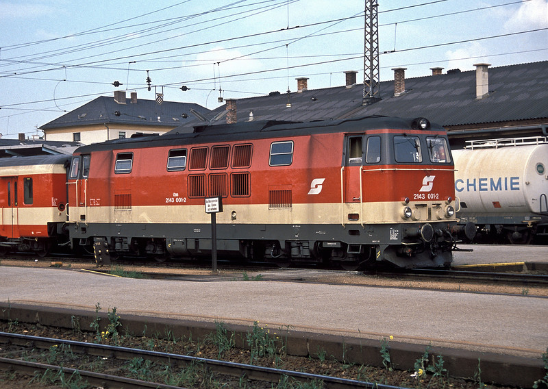 OBB 2143.001 wears the new livery at Wiener Neustadt on 17 May 1989