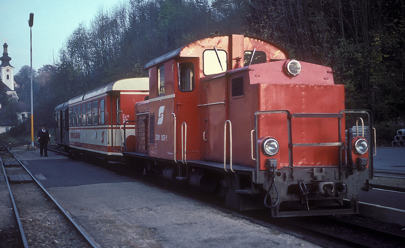 OBB 2091 waits for departure from Ybbsitz on 5 November 1993