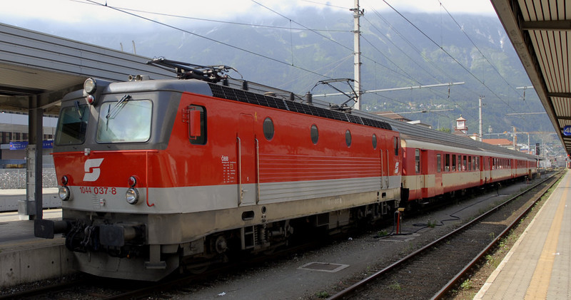 OBB 1044 037, Innsbruck, 24 June 2006 - 1647