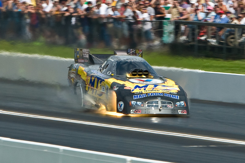 IMAGE: http://www.davehoffmanphotography.com/Auto-Racing/2009-NH-Toyo-Tires-Nationals/2009-Funny-Car/i-XQn5FDv/2/L/Funny%20Car-8-L.jpg