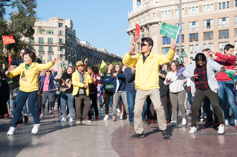 Korean flash mob in Placa de Catalunya.