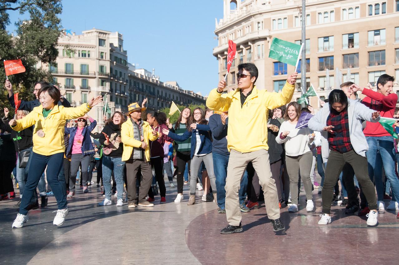 Korean flash mob in Placa de Catalunya.