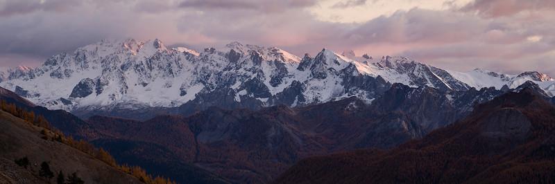 Panorama sur la chaine allant des Pics de la Font Sancte (à gauche) au Pic dEscreins (à droite).