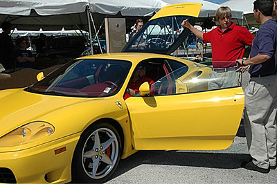 Ferrari's look good in yello, don't they?