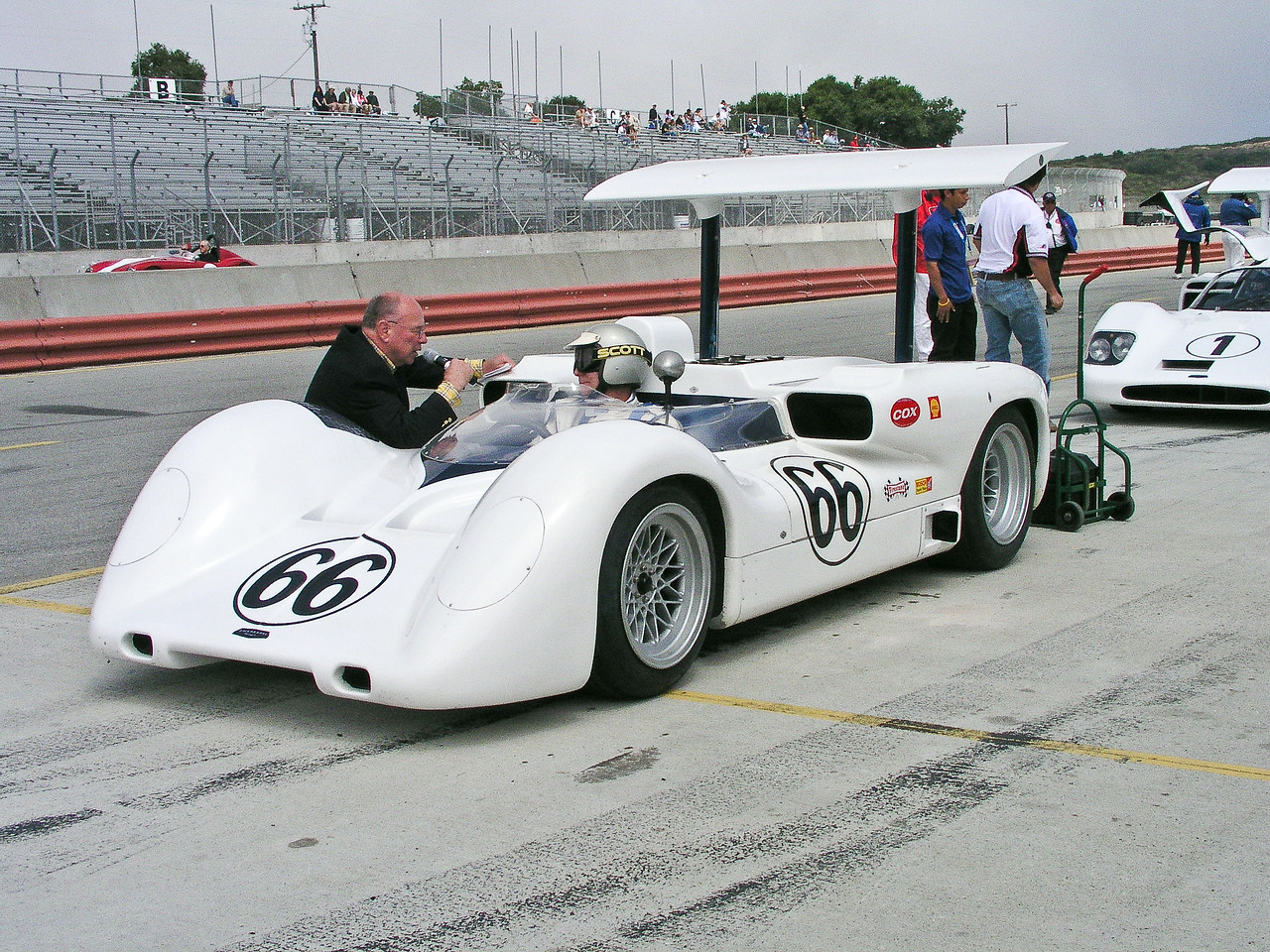 Chaparral 2E with Jim Hall at the wheel, 2005 Historics