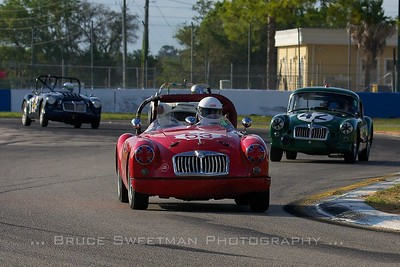 1959 MGA leads the dance during SVRA's 1-hour enduro.