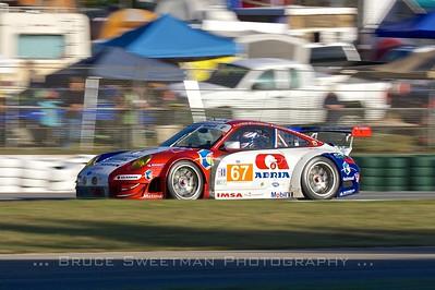 IMSA Performance Matmut Porsche 911 GT3 RSR.