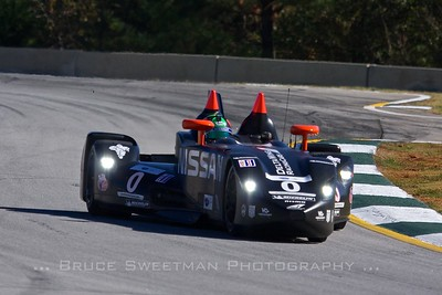 The Nissan DeltaWing has no external wings.