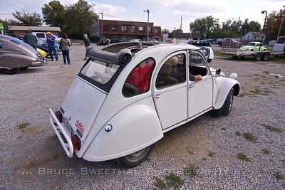A Georgia contingent enjoyed the 1978 Citroën 2CV Voisin.
