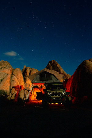 Starry nights in the Alabama hills. The moon came out making the night almost as bright as the day shortly after this shot. Also did you know I sell prints? Please check out my website for prints that are currently up. If you like an image I post that isn't up let me know and we can work to have it printed. Camera: Canon 7D Shutter Speed: 17 sec Aperture: f/10 ISO: 800 . . . . . . . . . . #overland #overlanding #overlandkitted #automotivephotography #jeep #jku #wrangler #rooftoptent #frontrunner #vanlifexplorers #vanlife #rooftoptentliving #adventurelifestyle #adventure #4x4 #offroad #blm #protectourparks #alabamahills #dirtbagging