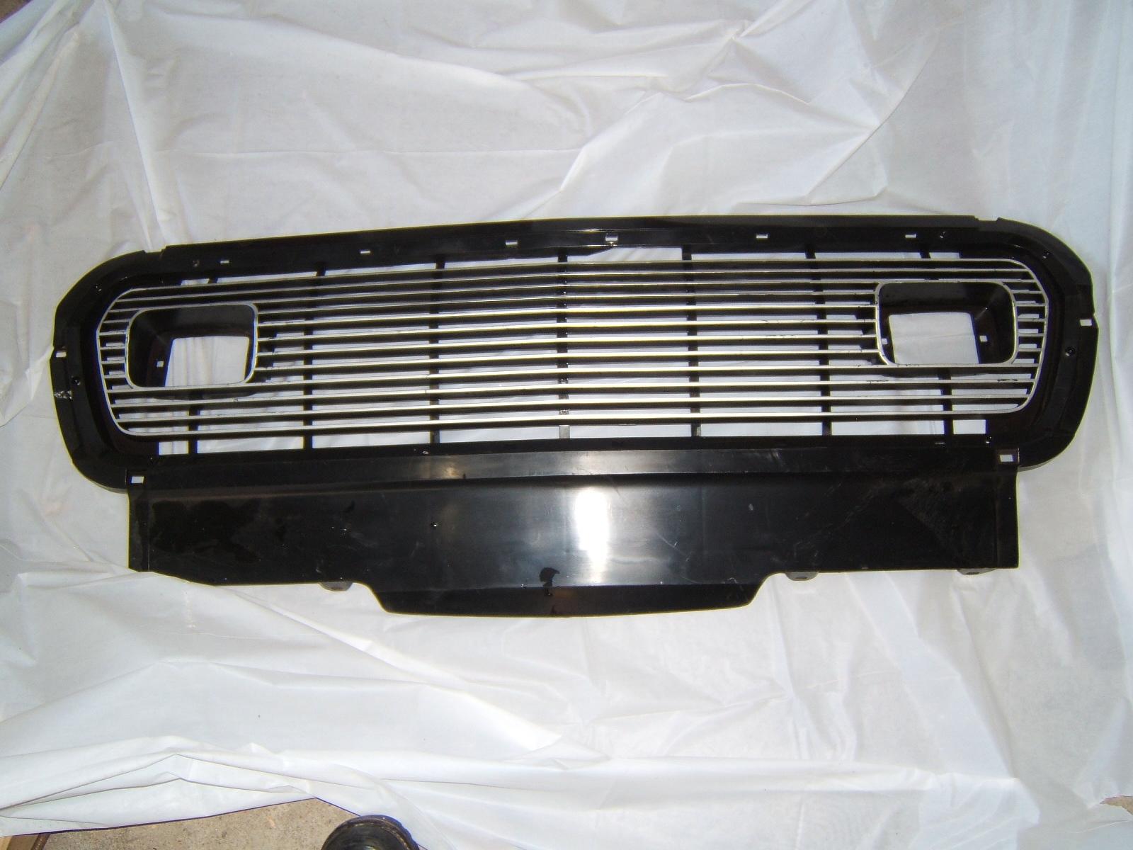 1974 1975 AMC Gremlin grille nos 8124146 (a 8124146)