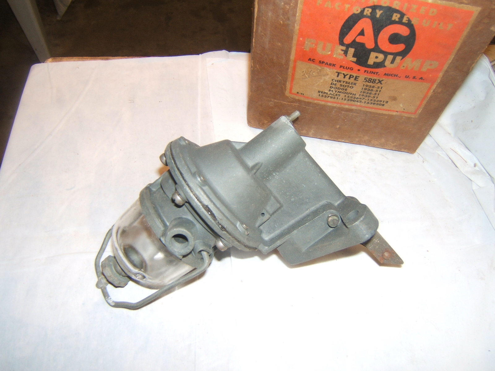 1938 -52 Chrysler Desoto Dodge fuel pump AC588 (a 588ac (9042))