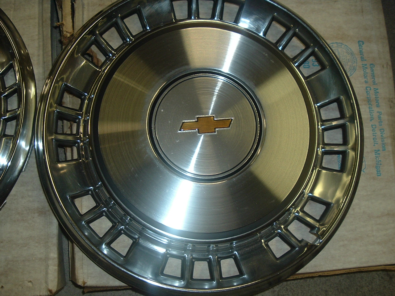 View Product1980 1981 Chevrolet Impala hubcaps nos 14012576 (a 14012576)