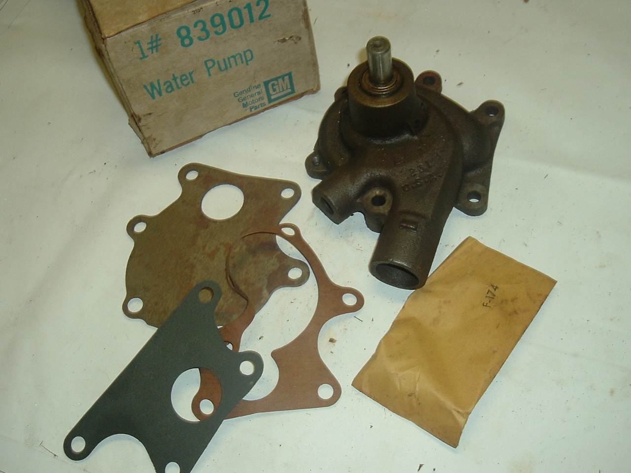 1939-1962 GMC 228 236 248 270 nos water pump 839012 (a 839012A)