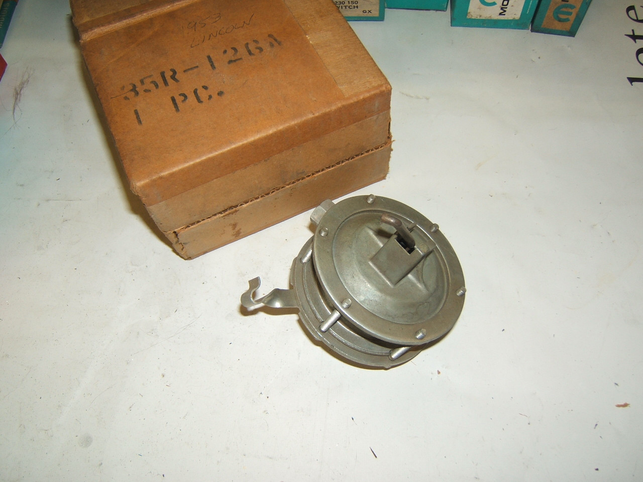 1953 lincoln Distributor vacuum advance nos (a 35r-126a)