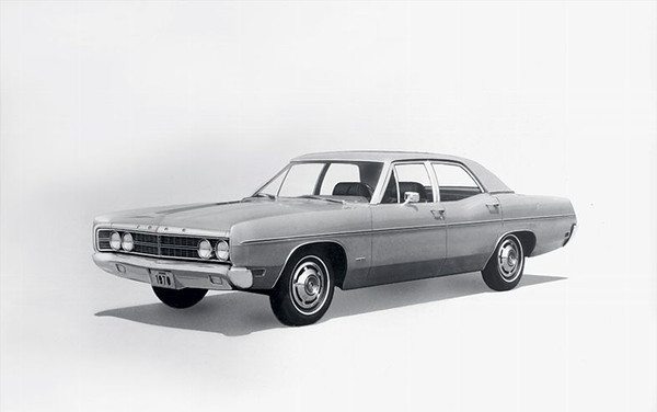 1970-ford-galaxie-front-three-quarters-driver