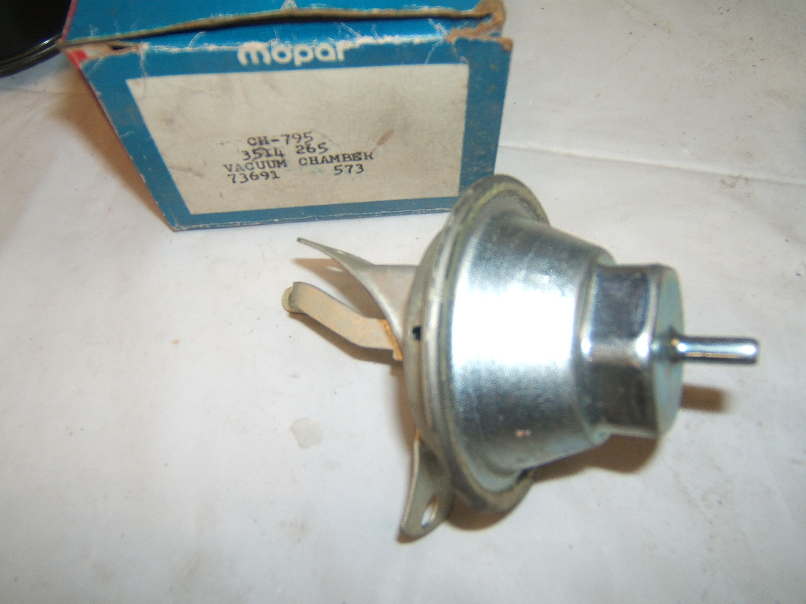 1970 Cuda Challenger Duster 340 4 spd distributor vacuum advance chamber. #3514265. (a 3514265)