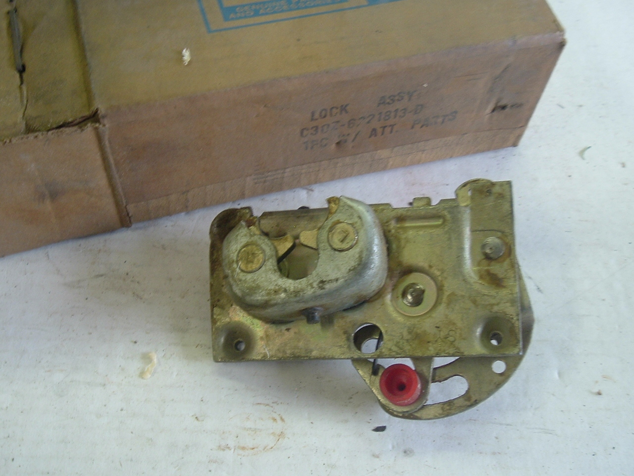 Ford door lock c3oz-6221813-d