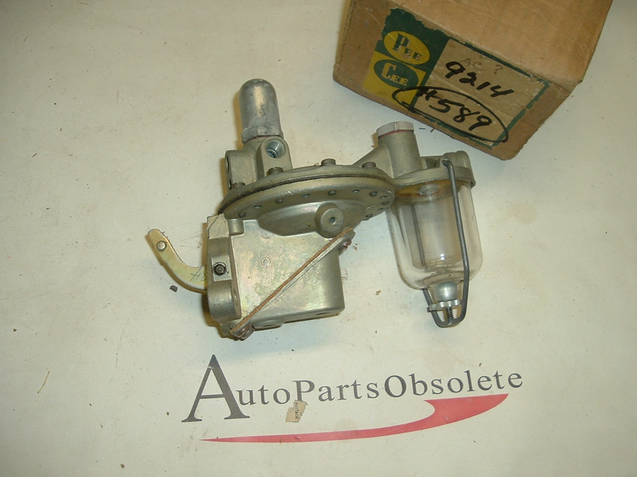 1941 - 50 Dodge truck fuel pump #589 (a 589)