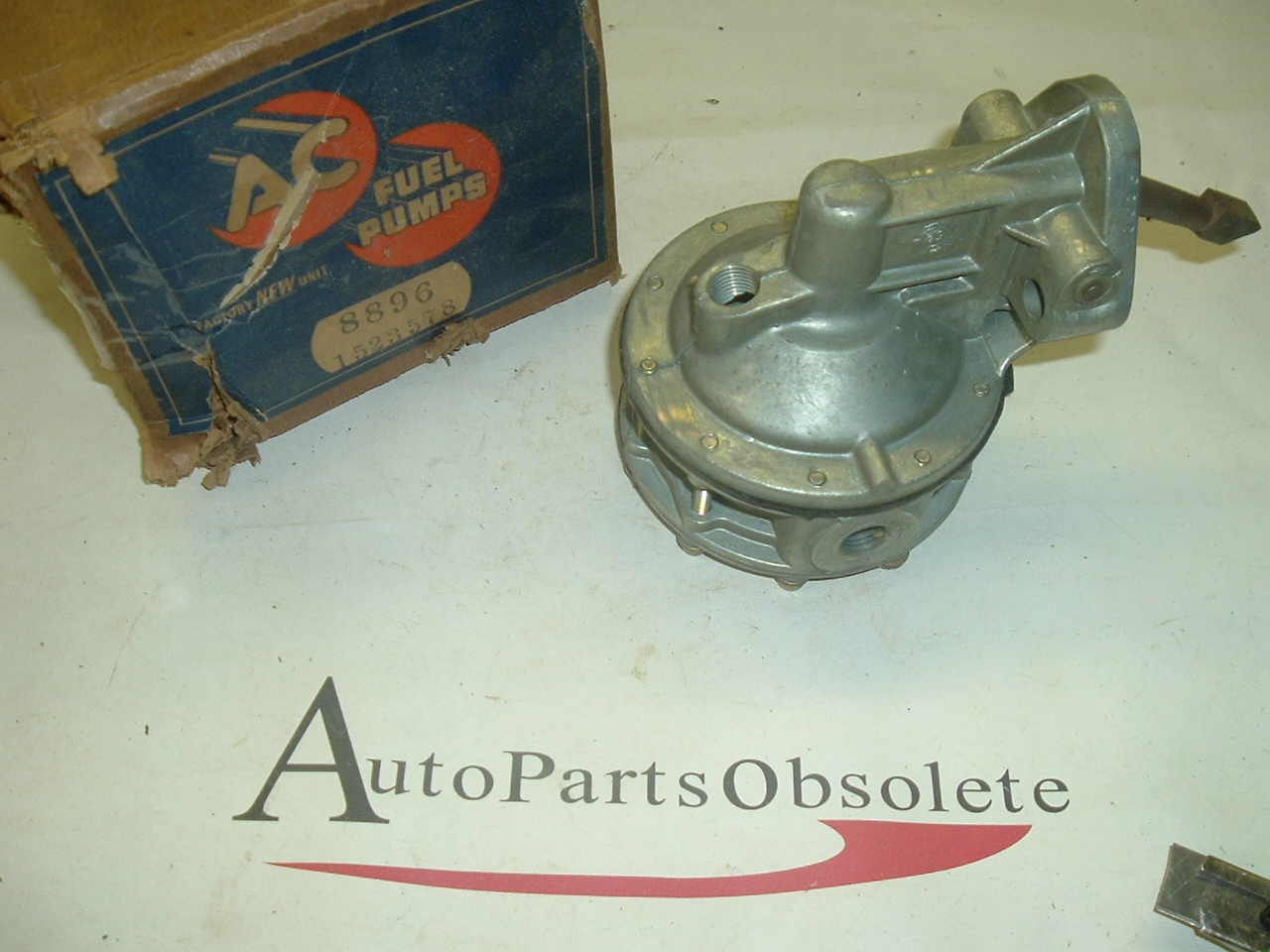1939 -48 GMC truck fuel pump 451 477 (a 8896)