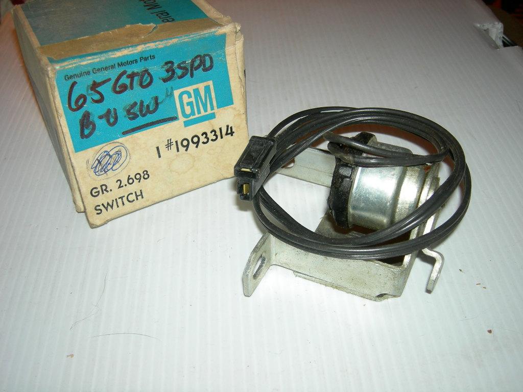 1965 Pontiac GTO 3 speed back up lamp switch 1993314 (a 1993314)